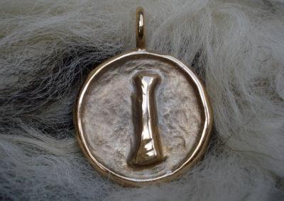 Isa in Bronze