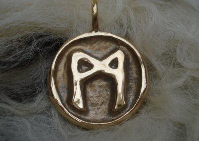 Mannaz in Bronze